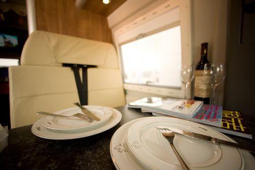 中欧旅行车餐桌
