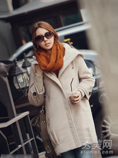 浅杏色呢子大衣