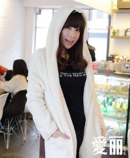 米白色的毛绒外套