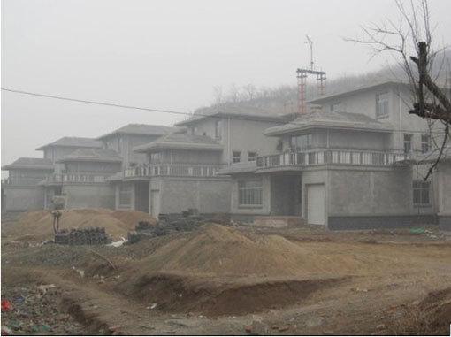 户县违规别墅下发了几回停工通知,依然盖了起来