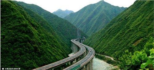 穿越秦巴山区高速公路