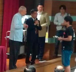 """大陆交换学生针对演讲内容,频频问李登辉,双方一来一往。 图片来源:香港""""中评社"""""""