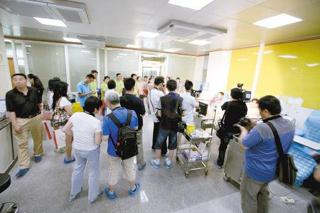 昨日,30位市民走进西安市中心血站参观。