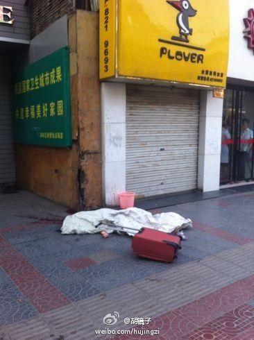 东大街一年轻女性被杀。(图片来自微博)