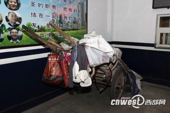 犯罪嫌疑人的架子车。(摄影:马广浩)