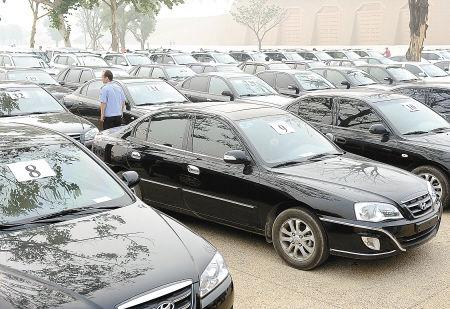 昨日上午,市公安局在大明宫遗址公园,将追回的153辆被盗车辆发还失主。