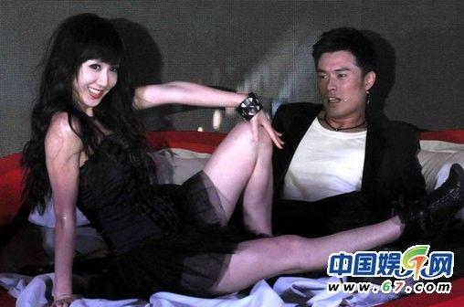 《爱情公寓3》发布会上演激情床戏