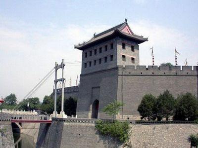 南门闸楼吊桥   明清西安城墙外侧20米~60米处,挖有宽六丈(合