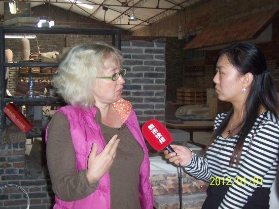 媒体记者采访创作大师