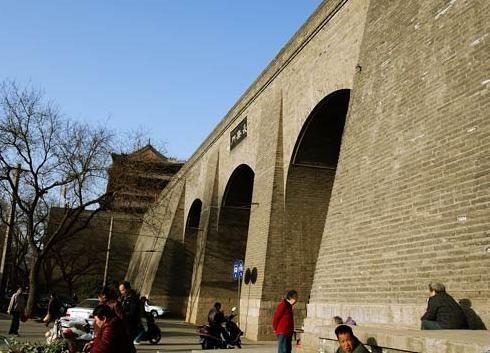 温暖城墙脚下,去感受千年历史气息