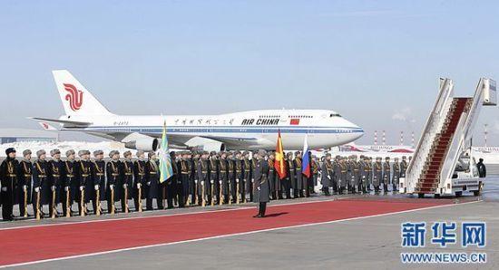 3月22日,中国国家主席习近平抵达莫斯科,开始对俄罗斯进行国事访问。这是仪仗队列队准备迎接习近平。新华社记者 丁林 摄