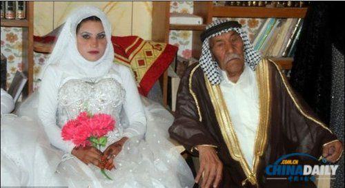 穆贾玛依称,这场婚礼他期待了很久,能与孙辈们一同举行婚礼,他很高兴。