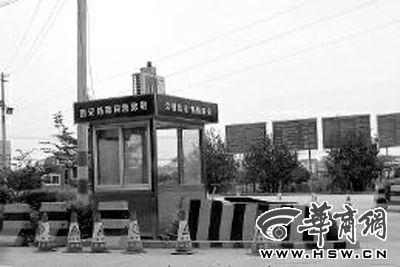 昨日,108国道终台(东)超限检测站入口岗亭里,已经没有工作人员办公本组图片由本报记者 李晖摄