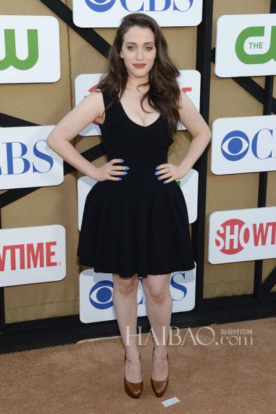 破产姐妹 max穿小黑裙亮相tca夏日派对高清图片