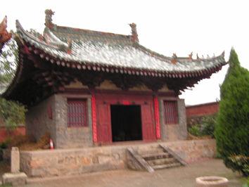 二郎庙面阔三间,砖木结构