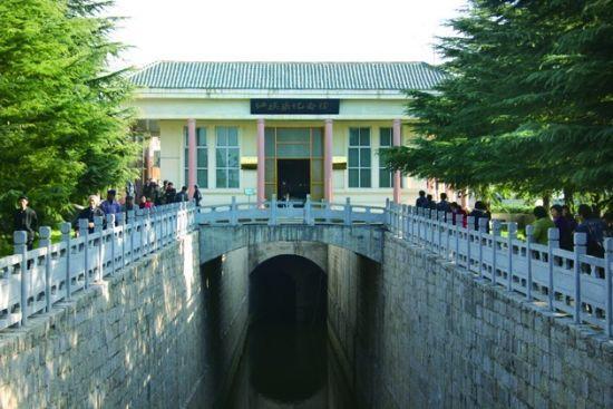 首先来到的是红旗渠的第一景区——分水苑