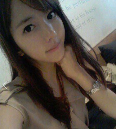 美女教师自拍照走红 学生称老师太辣图