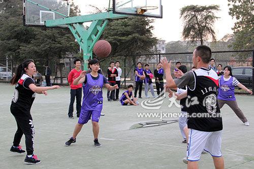 求职故事:一张篮球赛证书帮学生找到工作_新浪