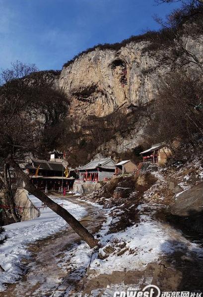 陕西也有悬空寺 可与恒山悬空寺媲美之龙门洞 3