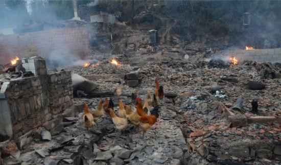 村民为老母取暖致20栋房屋被焚毁