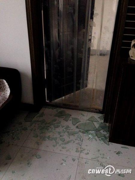 爆炸威力巨大,周边不少居民家窗户玻璃被震碎。