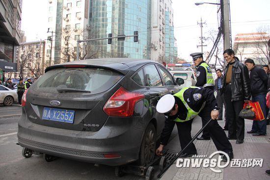 以后车主违停被拖后,第一时间就会收到拖移到哪个停车点的信息。
