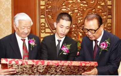 赵南起上将(右)和王文元