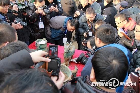 陕西宝鸡石鼓山商周墓地考古现场。