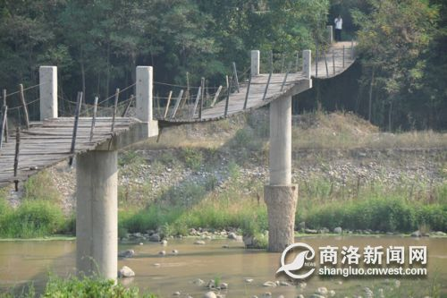 破损的吊桥