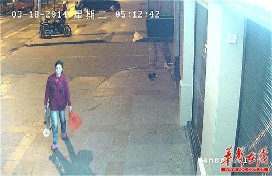 3月18日凌晨5时许,郑某珍将其丈夫尸体丢弃后,提拖车回家。永州警方供图