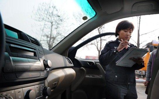 6年以内非营运轿车和其他小型、微型载客汽车免检制度9月1日起试行。(资料图)