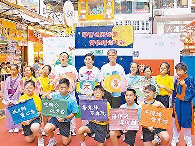 香港一项调查称中秋萤光棒不环保 含致癌物难回收