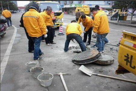 西安整修72条主次干道 可电话反映道路井盖问题