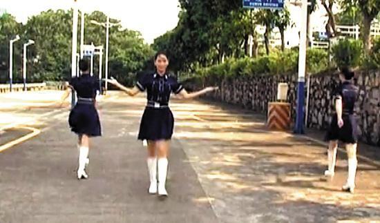 美女交警穿制服拍MV 推广车管服务走红网络(图)