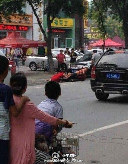 男子怀疑妻子出轨当街砍杀妻子同事(图)