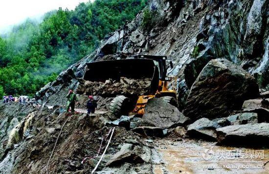 强秋淋造成佛坪县82条公路水毁塌方