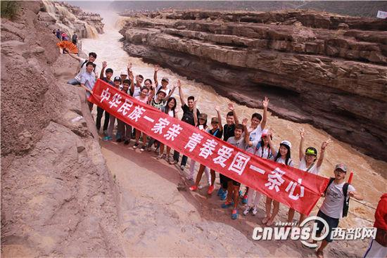 陕师大少数民族学生奔赴延安 纪念抗战胜利70
