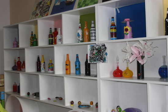 现有幼儿用书4300多本,教师用书3000多本,各种杂志1000余本,各种教具1