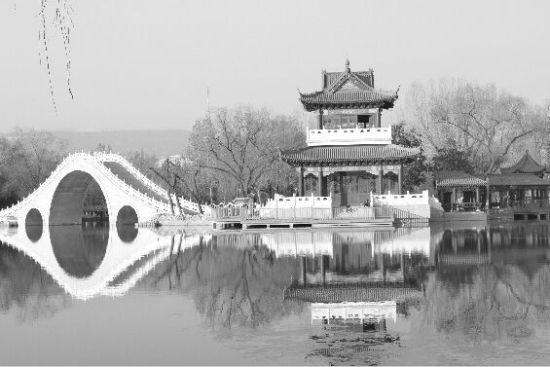 人民公园再添新景观—湖心岛亭台楼阁露新容