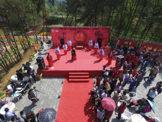 南郑县南湖风景区花千谷举行汉式婚礼秀