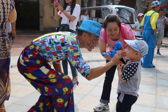 第二届国际小丑节 约你国庆乐华城嗨翻天