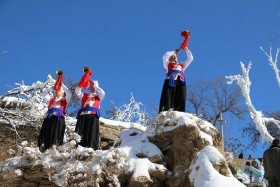 榆林作为国家历史文化名城、陕北文化核心区,陕北榆林过大年活动是展示榆林市深厚文化底蕴和独特民俗魅力的创新探索,对丰富群众、游客精神文化生活,对拉动当地春节文化旅游消费,打造全国年俗旅游品牌都具有非常重要的意义。