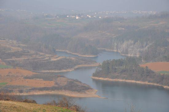 湖光山色观景台上看到的风景