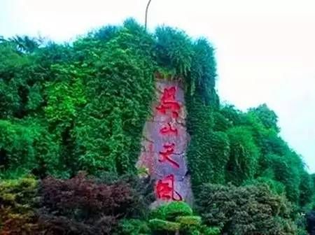 吴山坐落于宝鸡市陈仓区境内,雄峙于陇山山脉的南部,总规划面积3340