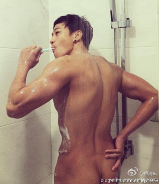 何润东兑现承诺微博晒全裸照 领衔众多爱裸男星