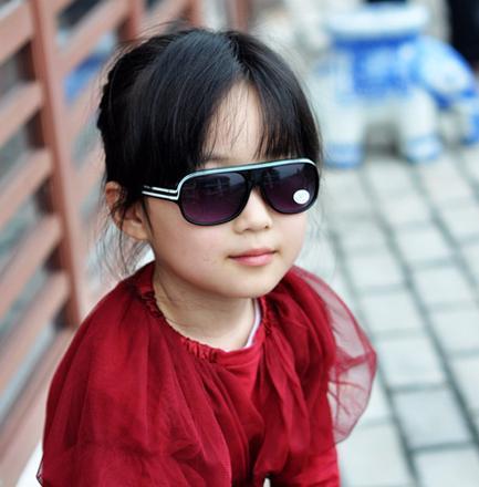 劣质太阳镜伤害儿童眼睛