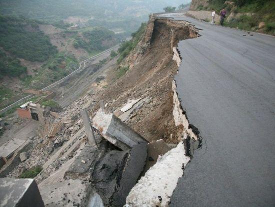 太原新修公路坍塌