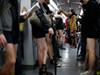 老外上海地铁脱裤