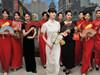 女性广场秀旗袍