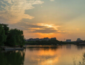 夕阳下的曲江南湖